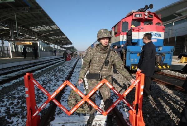 Хоёр Солонгосыг холбож, Европ хүрэх зорилготой галт тэрэг хөдөллөө
