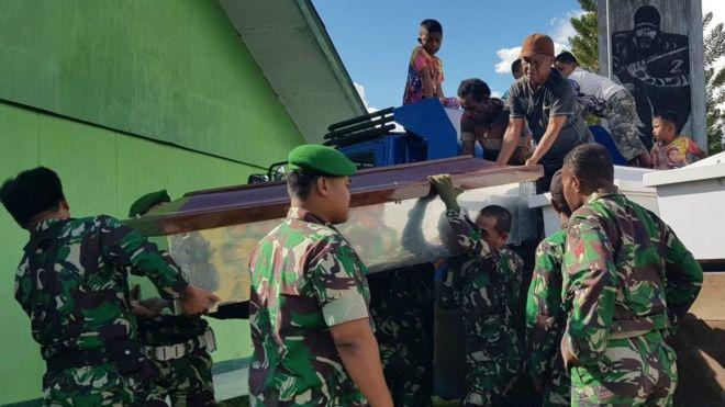 Индонезид зэвсэглэсэн этгээд олон арван хүний аминд хүрчээ
