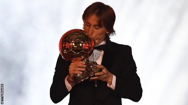 Хорват хөлбөмбөгчин Л.Модрич Баллон д'Ор шагналыг хүртлээ