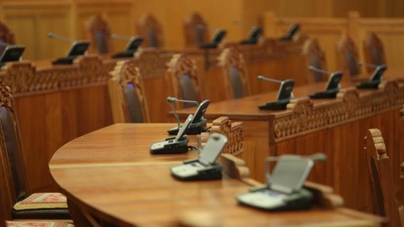 МИАТ, Төрийн банк, Монгол шуудангийн хувьчлалыг хойшлуулав