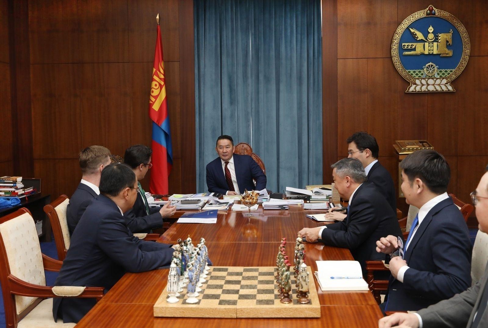 Ерөнхийлөгч Монгол дахь Америкийн худалдааны танхимын төлөөлөгчидтэй уулзав