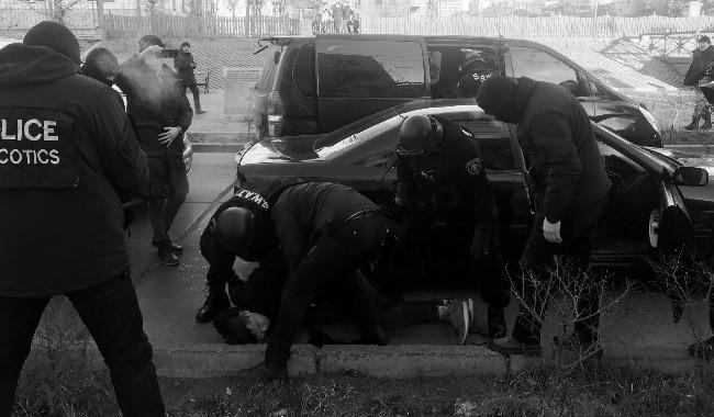 Хар тамхи тээвэрлэж явсан этгээдүүдийг баривчиллаа