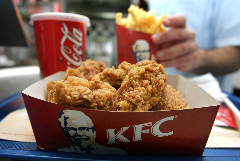 KFC сүлжээ хоолны газарт хийсэн хяналт шалгалтын талаар мэдээлэл хийж байна