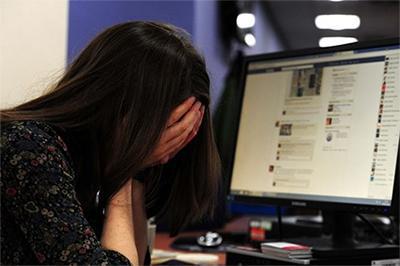 Фэйсбүүкээр танилцсан охиноо хүчирхийлжээ