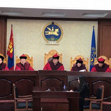 Эрүүгийн хуулийн зарим заалтийг Үндсэн хууль зөрчсөн гэж үзжээ