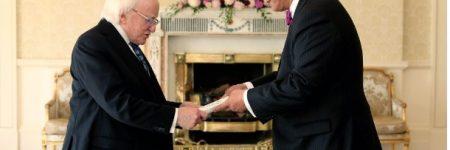 Элчин сайд Н.Тулга Ирланд улсын ерөнхийлөгч Майкл Хиггинст итгэмжлэх жуух бичгээ барив