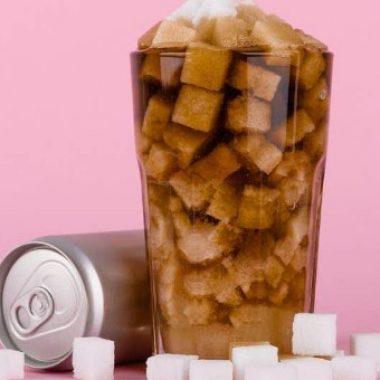 Сингапур улс элсэн чихрийн агууламж өндөртэй ундаа сурталчлахыг хориглов