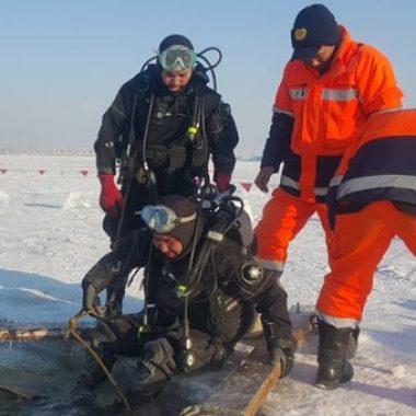 Мөсөн доор авран хайх сургалт явагдаж байна