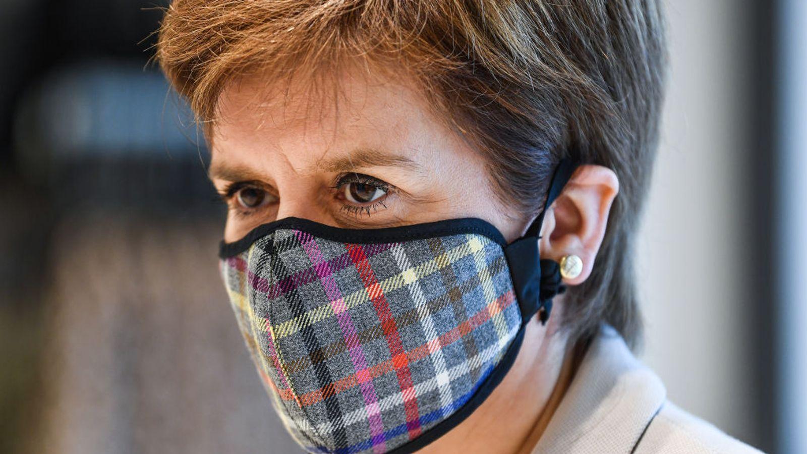 Шотландын ерөнхий сайд маск зүүгээгүйдээ гэмшиж, хүлцэл өчив