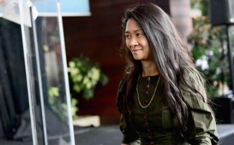 """""""Алтан бөмбөрцөг"""" наадмаас шилдэг найруулагчийн шагнал хүртсэн Ази эмэгтэй"""