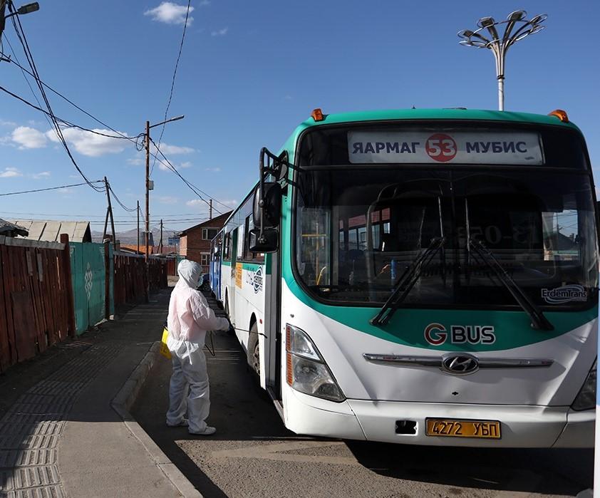 Автобуснуудад гадна, дотор угаалга, цэвэрлэгээ, халдваргүйтгэл хийж байна