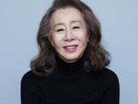 73 настай Юн Ёжон Солонгосоос анх удаа Оскарын шилдэг туслах дүрийн шагналыг хүртлээ