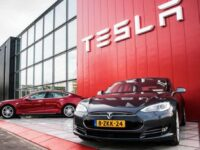 """""""Tesla""""-гийн ашиг 7 улирал дараалан шинжээчдийн таамгийг давлаа"""