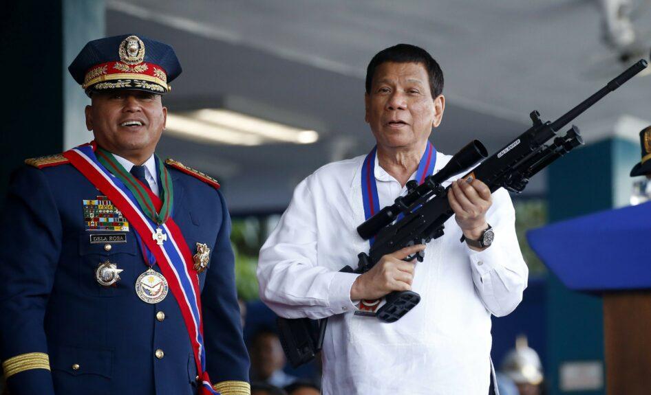 """Филиппин улсын ерөнхийлөгч Родриго Дутерте коронавирусийн эсрэг вакцинжуулалтад хамрагдахаас татгалзсан иргэдийг """"баривчилж, шоронд хорих тушаал өгнө"""" хэмээн сүрдүүлжээ"""