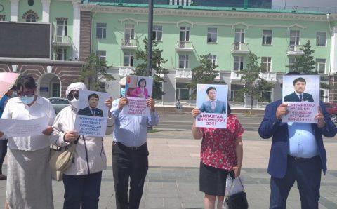 Хангай, Буянт-Ухаа-2 хотхоны оршин суугчид  хууль бус гэрээг эсэргүүцэж жагсаж байна