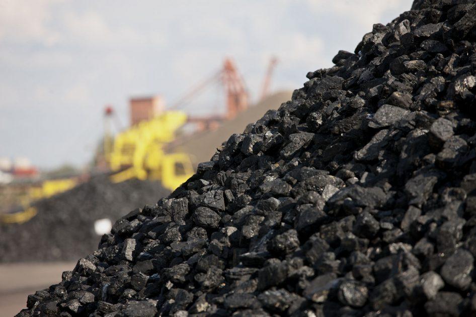 Б.Жавхлан: БНХАУ-ын талаас худалдаад авчихсан нүүрс хилийн наана гацсанбайгаа